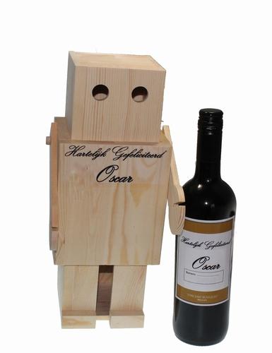 Houten Robot met wijn met naametiket